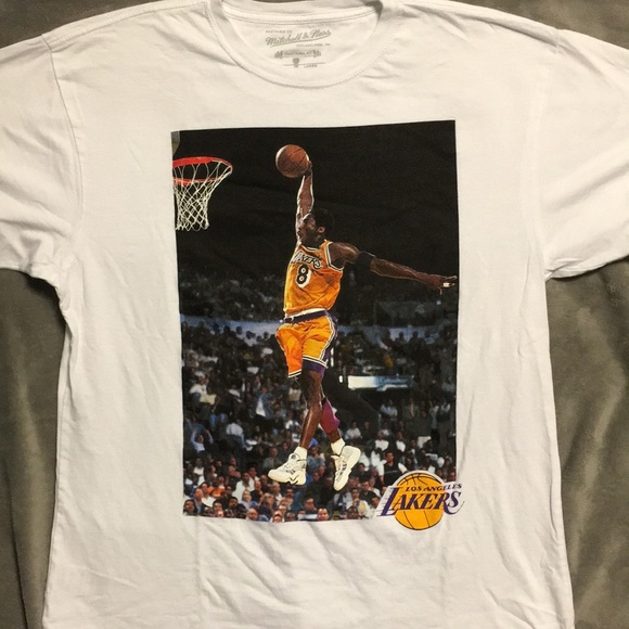 buy popular ade3e 5ad1a Mitchell & Ness Kobe Bryant Dunk Photo T-shirt LRG